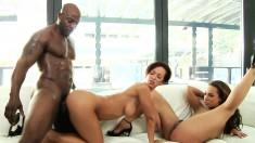 Jada and Teanna in an interracial threesome take turns on his bone
