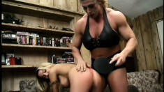 Incredibly muscular woman Nicole Bass dominates tiny Kristy Myst