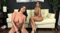 Rachele and Nikki get together to toy their pussies on live cam
