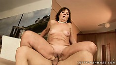 Fat ass prostitute with a lot of experience eats the hungry prick