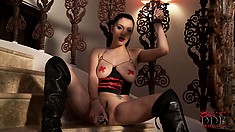 Glamorous chick fills her trimmed snatch with cool, black sex toy